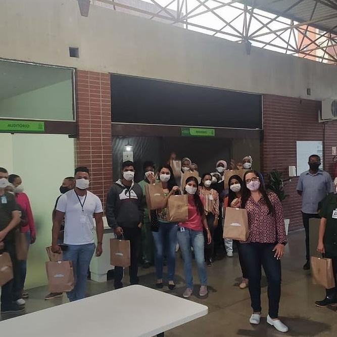 S3Saúde_Saúde_Colaboradores do HCFS recebm doação da Casa Collab